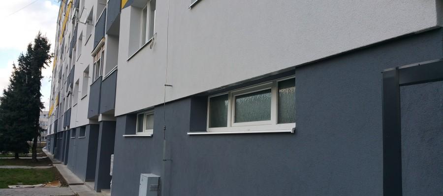 Výmena schodiskových okien a vchod.dverí- BD Platanova