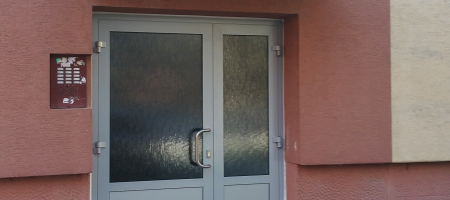 Výmena vchodových dverí – BD ul. Čajakova
