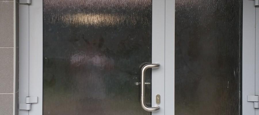 Výmena schodiskových okien a dverí – BD ul.Suvorovová