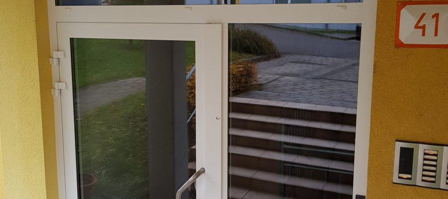 Výmena vchodových dverí na BD – ul.Kvačalová 41
